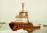 Icebreaking tug