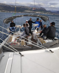 Skiperi na jedrilici